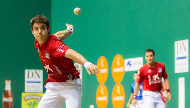 Iker Irribarria en la final del Torneo San Fermín en el Labrit.