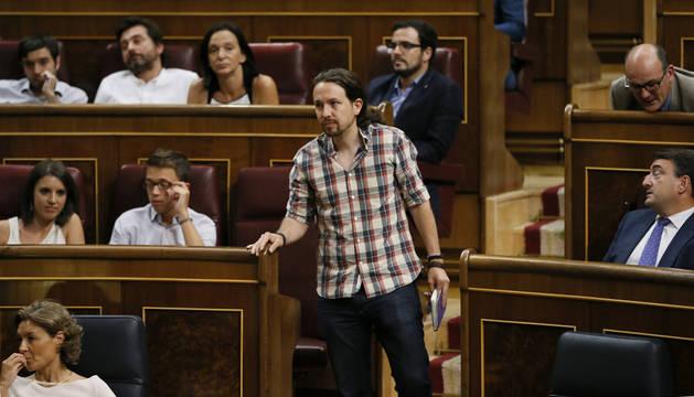 El líder de Podemos, Pablo Iglesias, antes de su intervención en la tercera sesión del debate de investidura.