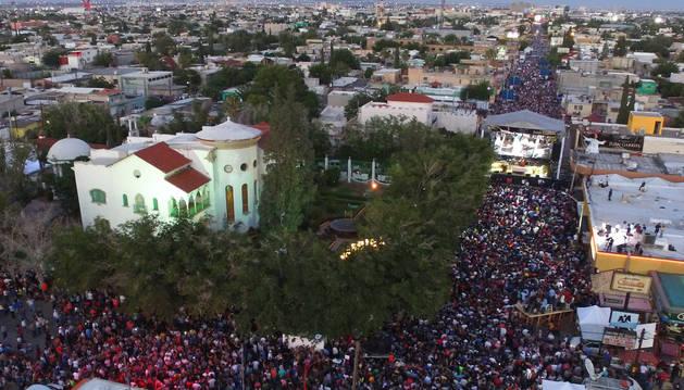 Multitudinario último adiós a Juan Gabriel en Ciudad Juárez