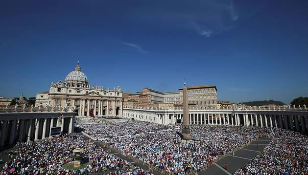 El Papa proclama santa a la Madre Teresa de Calcuta ante miles de peregrinos