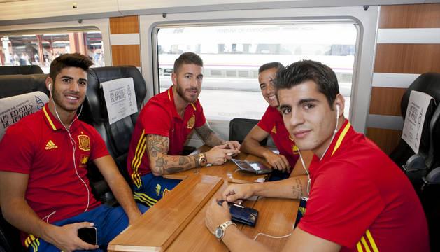 Los jugadores del Real Madrid Marcos Asensio, Sergio Ramós, Lucas Vázquez y Morata, con la selección.