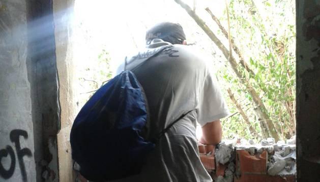 """Un ocupa de Beloso: """"Vivo aquí desde abril. Cuando lo tapiaron, entraba por una ventana"""""""