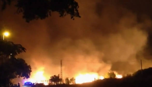El fuego ha comenzado este domingo en Benitatxell y se ha extendido a Jávea.