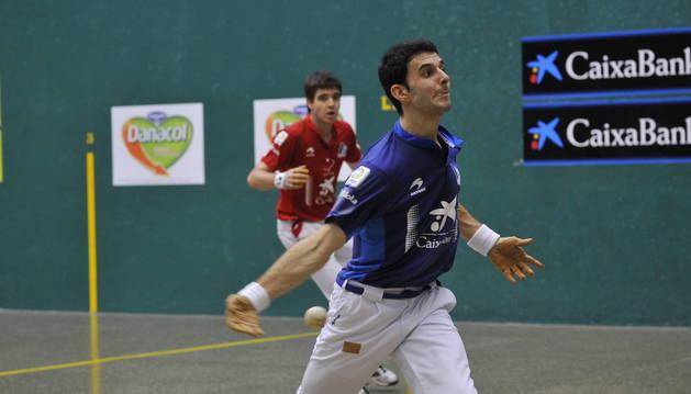 Jokin Altuna, en la imagen durante el partido de ayer,  fue nombrado mejor jugador del torneo.