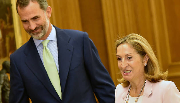 El rey Felipe VI recibe en audiencia a la presidenta del Congreso de los Diputados, Ana Pastor.