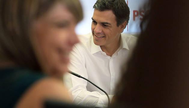 El secretario general del PSOE, Pedro Sánchez, al inicio de la reunión de la Ejecutiva Federal del partido que ha convocado este lunes.