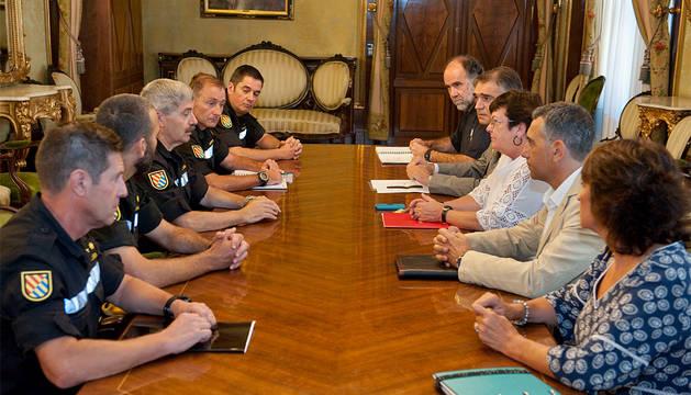 Un momento de la reunión entre la UME y el Gobierno de Navarra.