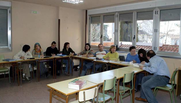 Ayuntamiento las ayudas para aprender euskera se ampl an for Cursos de cocina en pamplona