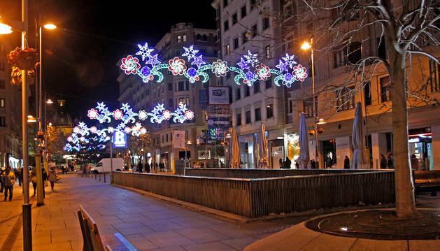 La avenida Carlos III, iluminada en las navidades de 2013.