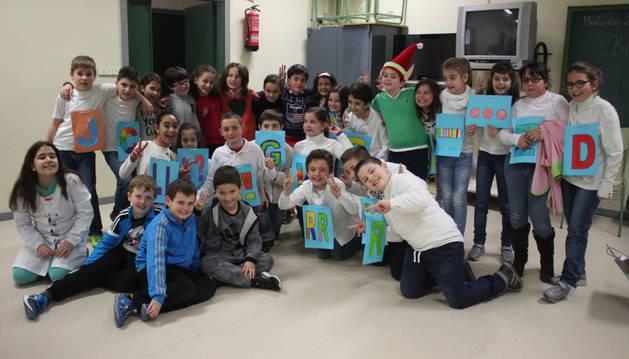 Alumnos del colegio público San Francisco Javier de Mendavia en una actividad teatral sobre ortografía desarrollada el curso pasado.
