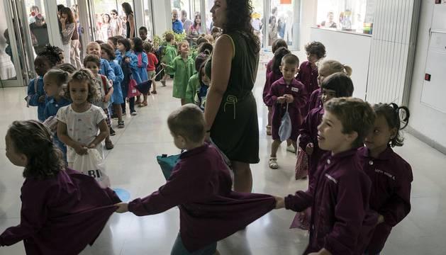 Imágenes del primer día de clases en el CP Doña Mayor de Navarra (Chantrea).