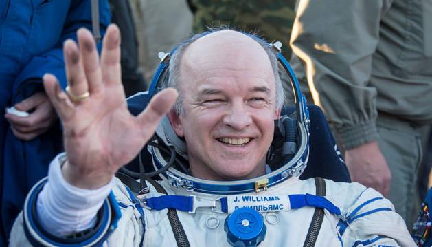El astronauta Jeff Williams después de aterrizar en Kazajistán tras 534 días en el espacio.