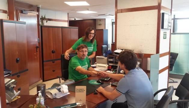 Ciclismo el caja rural se suma al apoyo a los for Oficinas de caja rural en madrid