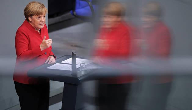 Merkel pide unidad al Parlamento alemán para evitar  los populismos de derechas