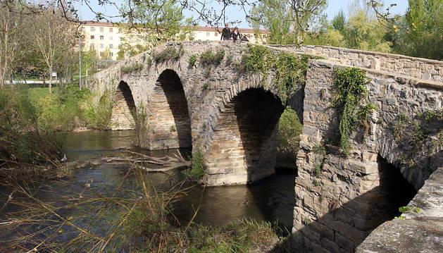 El puente de piedra San Pedro, en Pamplona.
