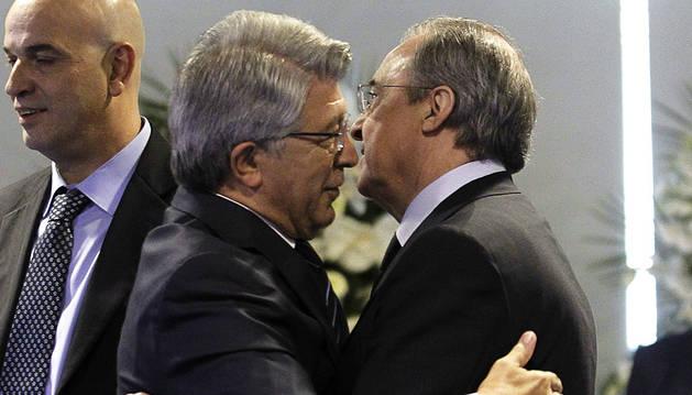 Real Madrid y Atlético no podrán fichar hasta enero de 2018