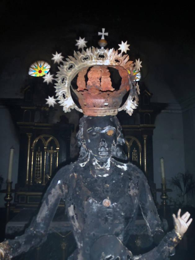 Imagen de una de las figuras quemadas en la iglesia de Fontellas.