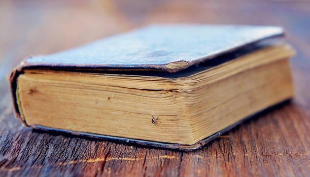 Un libro cerrado.