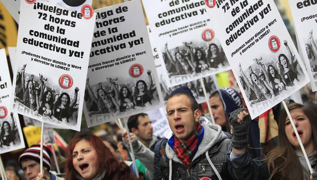 Participantes en una manifestación convocada por la Plataforma por la Escuela Pública.