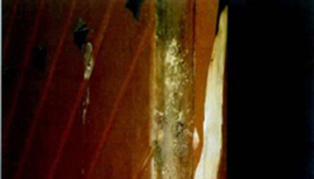 La puerta forzada durante el robo ocurrido en Villava