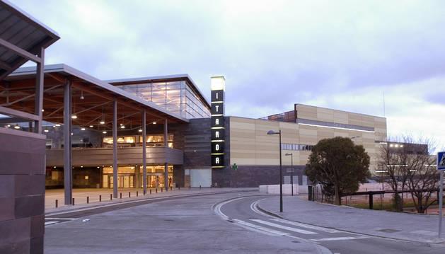 Vista general del centro comercial Itaroa, que se quiere ampliar.
