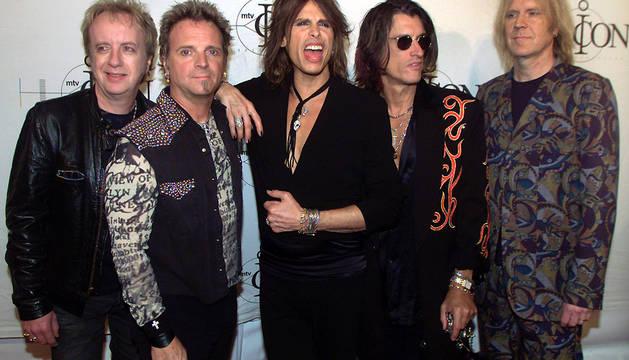 Brad Whitford (izda.), junto al resto de miembros de la banda de Boston, en una imagen de 2002.