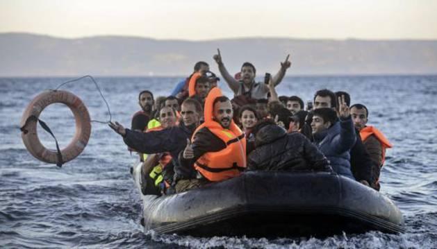 Una patera llega a Lesbos procedente de Turquía.