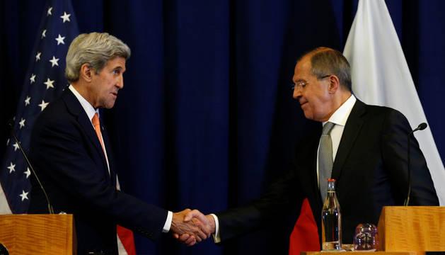 El secretario de Estado estadounidense, John Kerry, y el ministro ruso de Exteriores, Serguéi Lavrov.