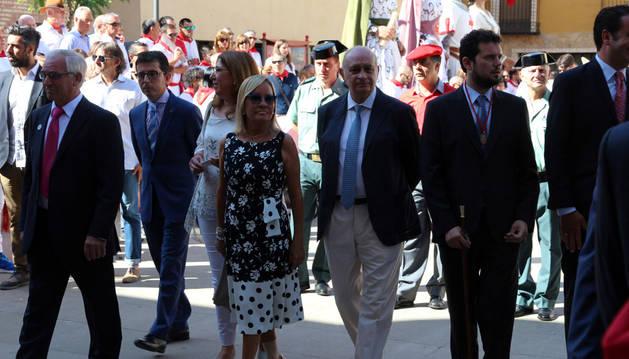 El ministro, en el centro, participó por segundo año consecutivo en la procesión de Fitero.