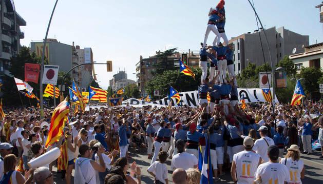 Un grupo de Castellers, durante la celebración de la Diada en Barcelona.
