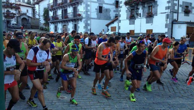 Los participantes en la distancia de 26 kilómetros tomaron la salida a las 9 horas en Leitza.