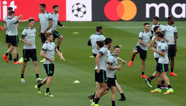 La plantilla del Celtic FC durante el entrenamiento que el equipo ha realizado en el Camp Nou de Barcelona