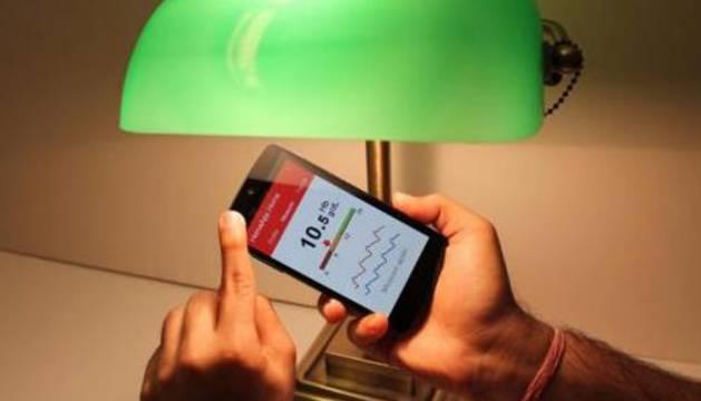 Imagen de un móvil con HemaApp.