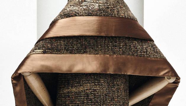 Uno de los diseños de Jesús del Pozo que forma parte de la retrospectiva organizada dentro de la iniciativa 'Madrid es Moda'.