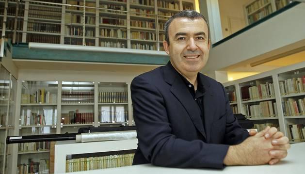Lorenzo Silva en una de sus visitas al club de lectura de Diario de Navarra