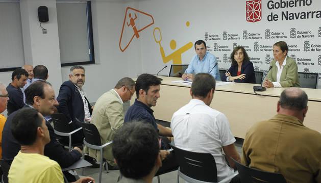 Representantes de las federaciones con Goñi, Herrera y Barkos.
