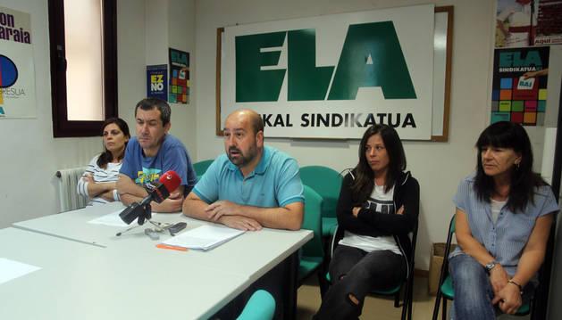 De izda. a dcha., Miriam Crespo, Juantxo Gil, Oskar Rodríguez, Nelia Rodríguez y Pilar Calvillo.
