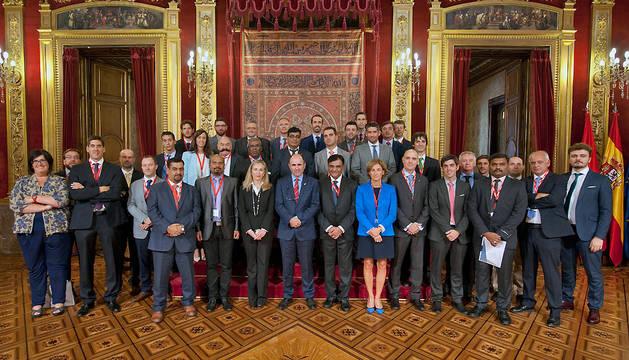 El vicepresidente Ayerdi ha recibido a la delegación india y a los representantes de empresas navarras en el Salón del Trono.