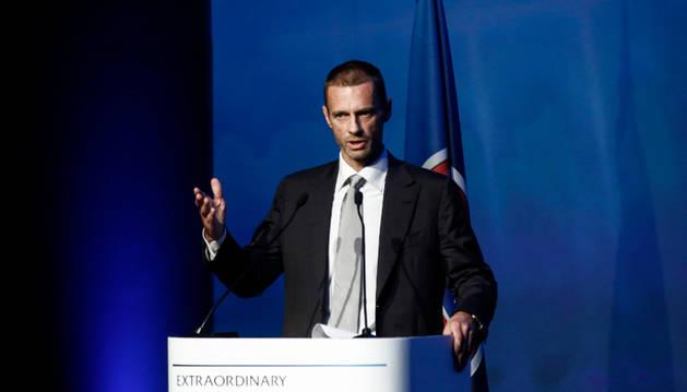 Aleksander Ceferin pronuncia su discurso durante el congreso extraordinario de la UEFA.