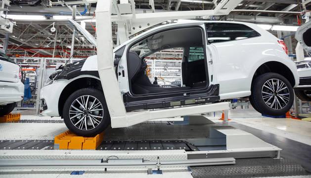 Nueva transferencia aérea-suelo, en el taller de Montaje de Volkswagen Navarra