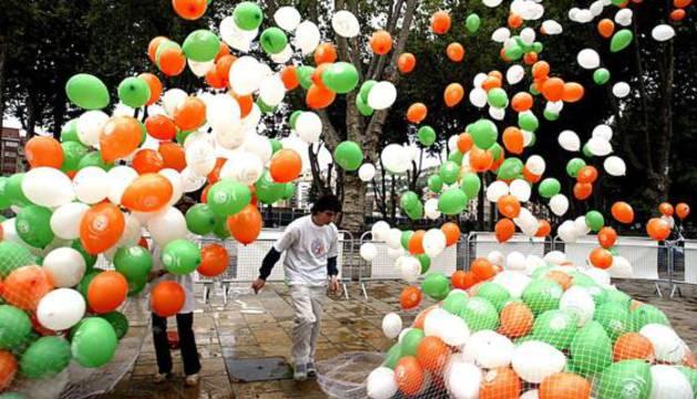 Suelta de globos con motivo del Día Mundial del Linfoma en 2004.