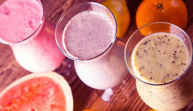 Una bebida muy saludable son los batidos naturales de frutas y verduras