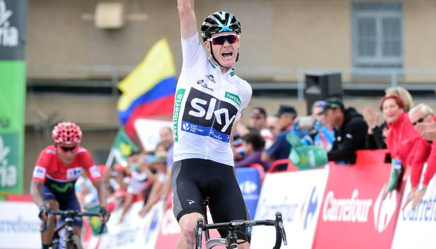 Christopher Froome celebrando el momento en el que cruzó la meta en La Vuelta