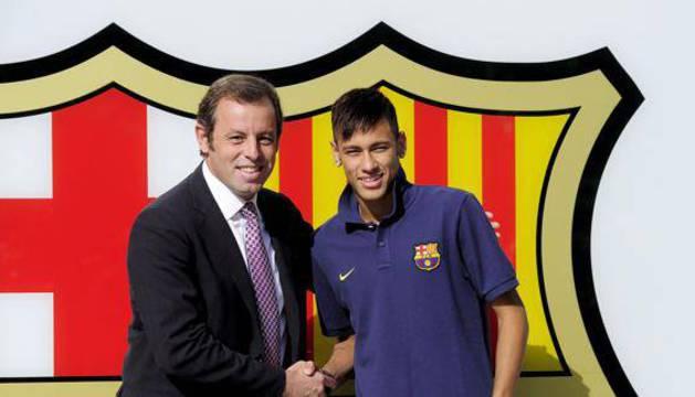Sandro Rosell y Neymar, el día de su presentación.