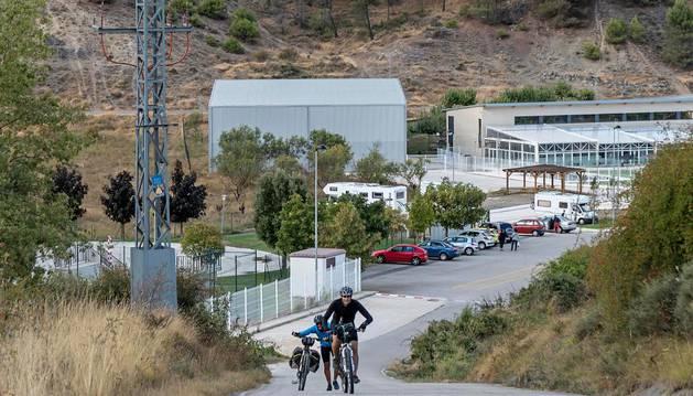 Ardantze, en cuyos terrenos entre el parking de caravanas y las pistas de pádel se construirá la piscina.