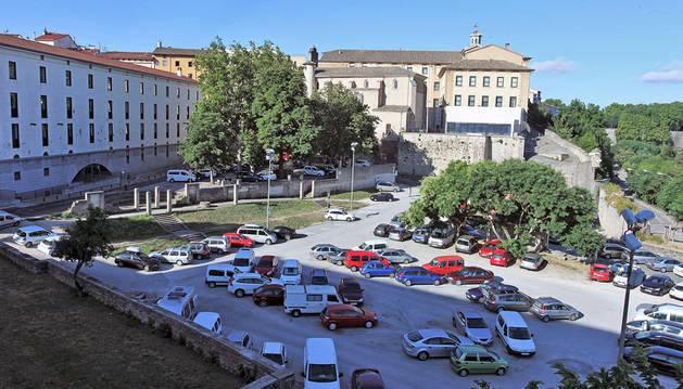 Parking de las huertas de Santo Domingo, donde se ubicará la carpa de San Fermín Txikito.