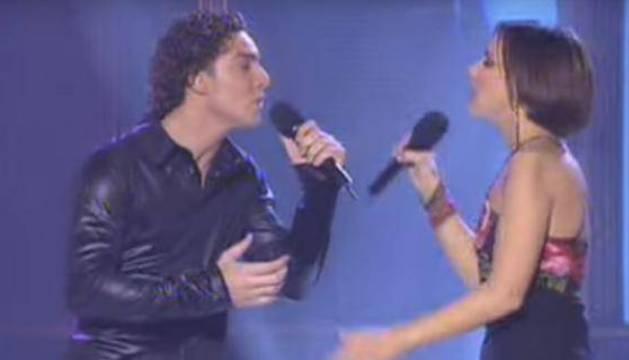 Bisbal y Chenoa cantaron 'Escondidos' en 'OT'.
