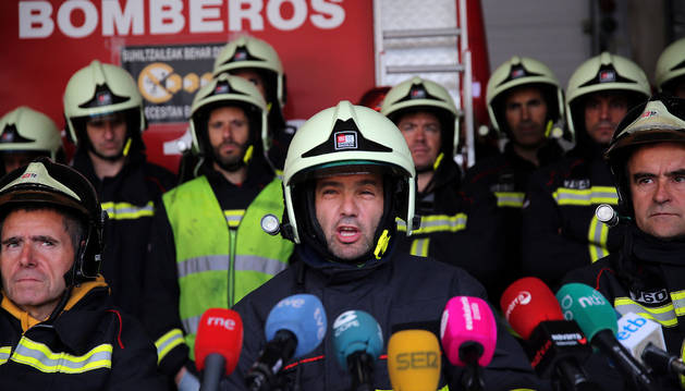 Representantes de Bomberos de Navarra en una rueda de prensa convocada el mes de junio.
