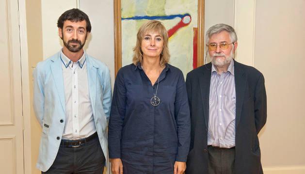 Álvaro Baráibar, la consejera Ollo y Florencio Domínguez, al comienzo de la reunión.