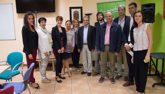 Parlamentarios y responsables del Teléfono de la Esperanza.